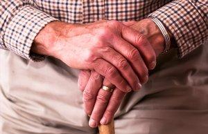 Hände alter Mann